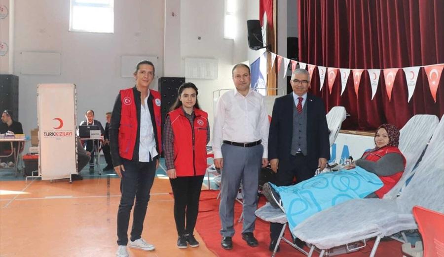 Adana Gençlik Merkezinden kan bağışı
