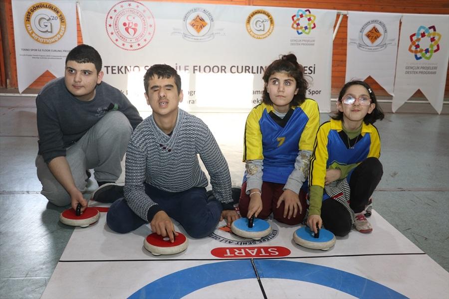 Floor curling sporu görme engelliler için sesli hale getirildi