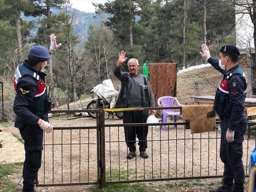 Aladağ'da yaşlı ve hastaların ihtiyaçlarını Vefa Sosyal Destek Grubu karşılıyor