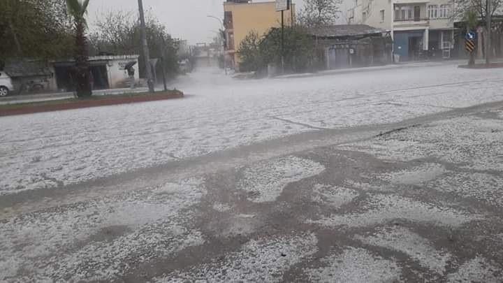 Adana'da dolu yağışı hayatı olumsuz etkiledi