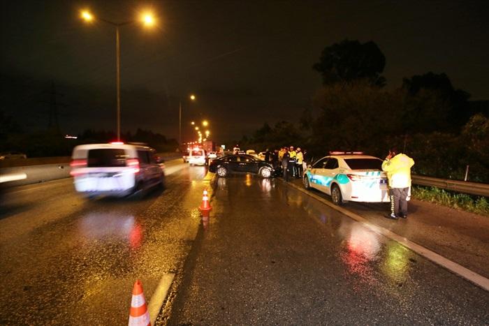 Servis aracıyla otomobil çarpıştı: 1 ölü 7 yaralı