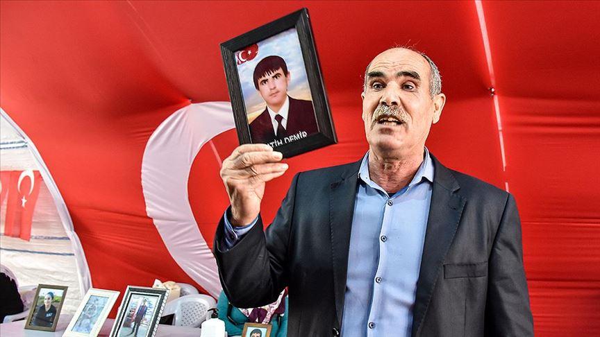 Diyarbakır'da evlat nöbetine katılan baba Demir: Oğlumu silah zoruyla konuşturuyorlar