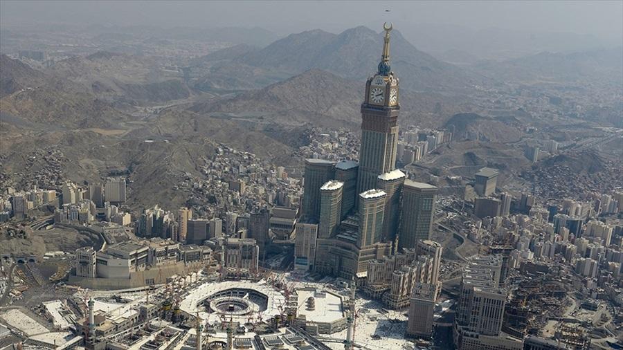 Mekke ve Medine'de tam gün sokağa çıkma yasağı ilan edildi