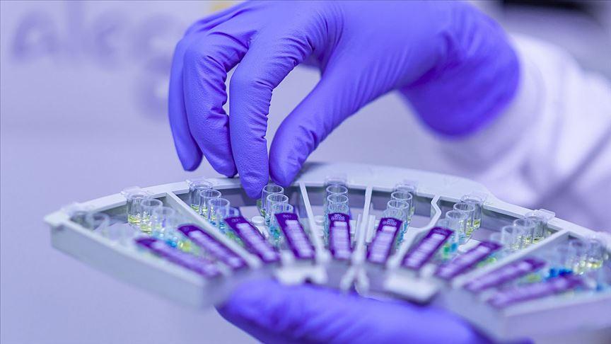 Türk bilim insanı koronavirüs aşısı ve ilacı için ilk aşamayı başarıyla tamamladı