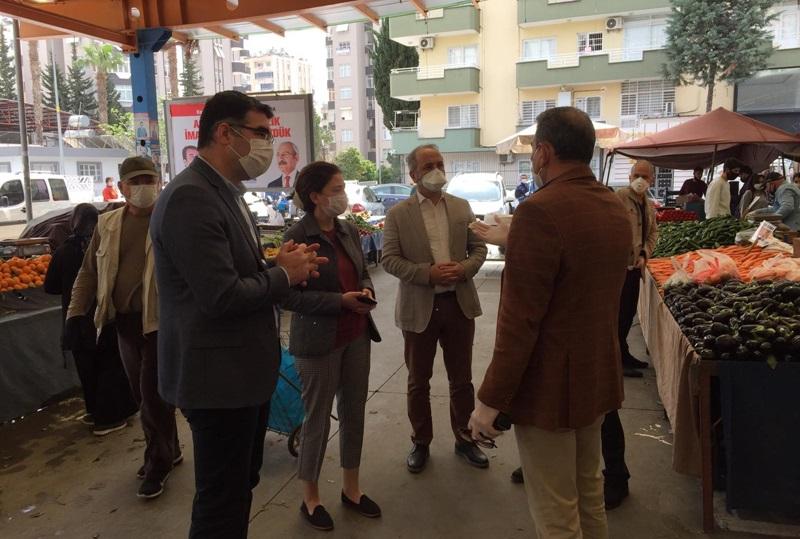 Adana'da korona virüs tedbirleri kapsamında pazar yerlerinde denetimler sürüyor..