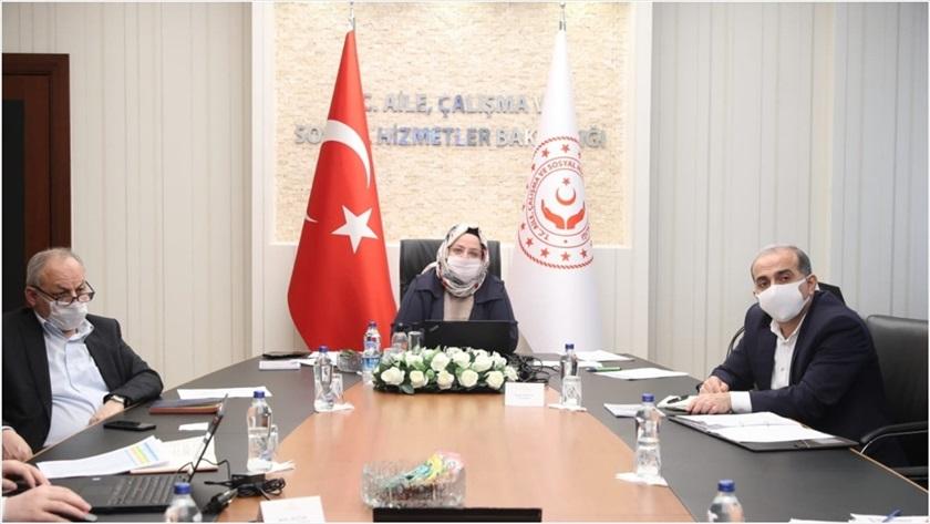 Bakan Selçuk, TÜRMOB ve TOBB Başkanlarıyla 'kısa çalışma ödeneği'ni görüştü