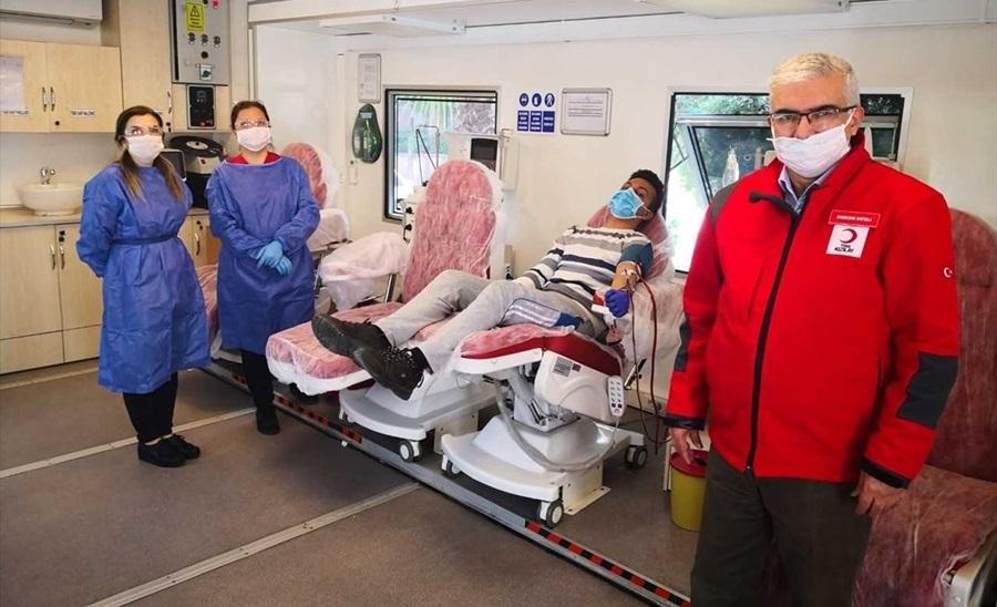 Adana'da Kovid-19 tedavisi tamamlanan sağlık çalışanından plazma bağışı