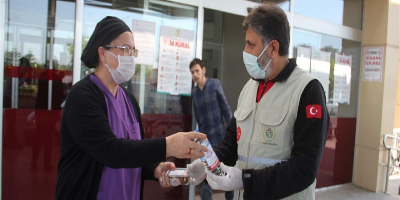 Adana'da İnsani Yardım Vakfından sağlık ve emniyet personeline moral ziyareti