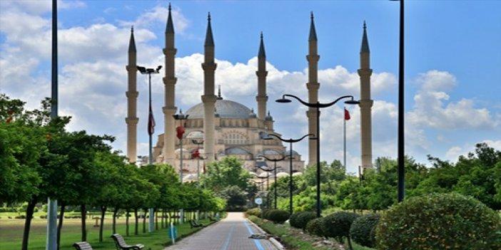 Adana'da Camiler Cemaate Hazırlanıyor..