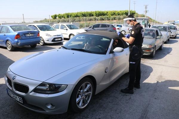 Adana'ya giren bütün araçlar tek tek incelendi