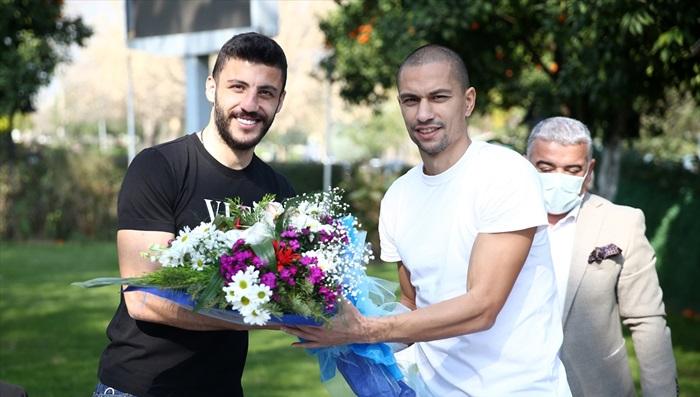 Adanaspor-Adana Demirspor derbisi öncesi takım kaptanları bir araya geldi