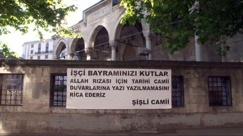 Şişli Camii?nden ilginç 1 Mayıs pankartı