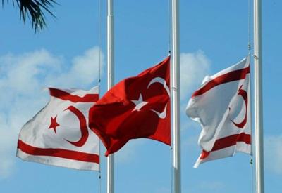 KKTC Lefkoşa Türk büyükelçiliğinde bayraklar yarıya indirildi