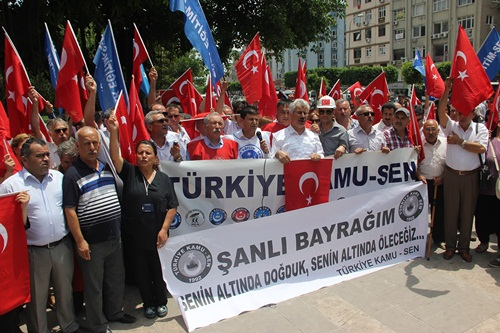 Türk Bayrağının İndirilmesi Adana'da Protesto Edildi