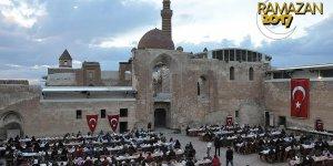 Tarihi sarayın kapıları 'iftar' için açıldı