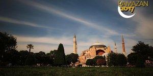 Kadir Gecesi Ayasofya'da dualarla idrak edilecek