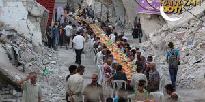 Suriye'de kuşatma altındaki Duma'da açık havada iftar sevinci
