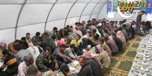 Suriye'deki Türkmen aileler için iftar