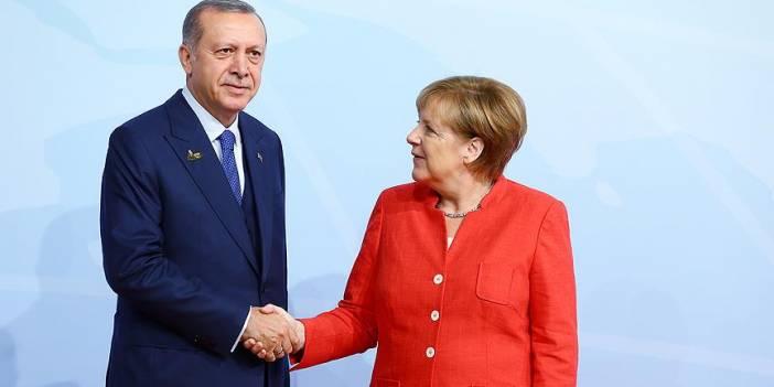 Erdoğan ile Merkel ortak basın toplantısı düzenliyor..