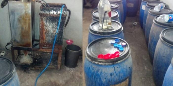 Adana'da imalathaneye dönüştürülen evde 648 litre sahte içki ele geçirildi