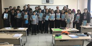 'Arnavutça' dersinin ilk kitapları öğrencilere dağıtıldı