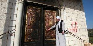 Yahudi yerleşimciler, Batı Şeria'da cami girişini ateşe verdi