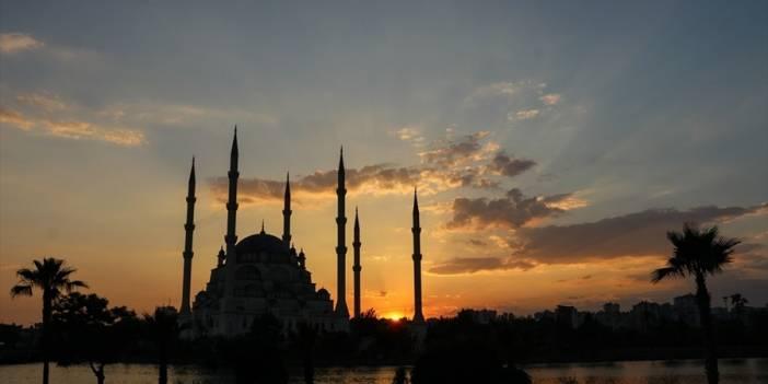 Mehmet Yürekli: Oruçlu kalabilmek, kadir gecesinde ruhî muhabbetti bulabilmektir..