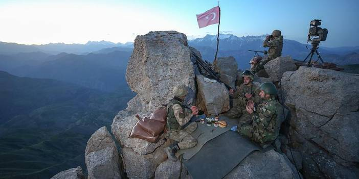 İlk iftarı sınırdaki Mehmetçik açtı