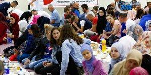 Türk Kızılayından yetimlere iftar