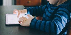 Zamanını internette geçiren çocuk, sosyal ortama uyum sağlayamıyor