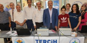 Adana MEB Müdürü Altınsoy, Lise Tercih Danışmanlığı standını ziyaret etti.