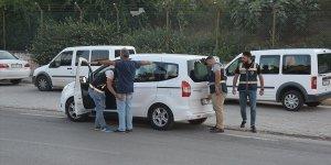Adana'da polis denetimlerinde silah ve uyuşturucu ele geçirildi