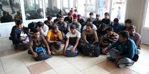 Hatay'da 57 düzensiz göçmen yakalandı