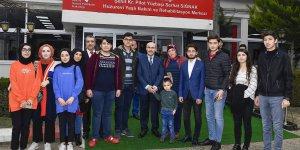 Vali Demirtaş, Huzurevi'nde Kalan Yaşlıları Ziyaret Etti