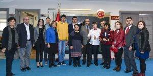 Engelli Öğrencilerden Vali Demirtaş'a Ziyaret