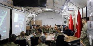 Bakan Akar ve komutanlar Suriye sınırının sıfır noktasında incelemelerde bulundu