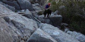 Kayalıklarda mahsur kalan iki kişi kurtarıldı
