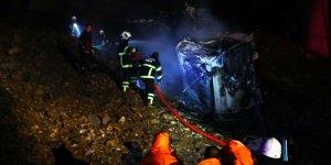 Viyadükten düşerek yanan tırın sürücüsü öldü