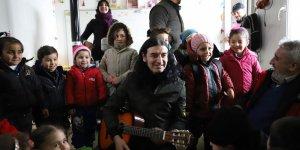 Sanatçı Kekilli Suriye'de sığınmacı kamplarını ziyaret etti