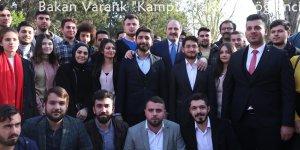 """Bakan Varank """"Kampüs Taksi"""" ile öğrenci taşıdı"""
