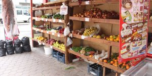 Adana'da marketten hırsızlık güvenlik kamerasında