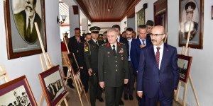 Vali Demirtaş, ''Atatürk Fotoğrafları Sergisi''nin Açılışını Gerçekleştirdi
