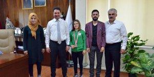 Türkiye 2.si Güreşçi İl Müdürü Ataşbak'ı Ziyaret Etti