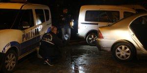 Gasp şüphelileri, otomobilin cam rüzgarlığından tespit edilerek yakalandı