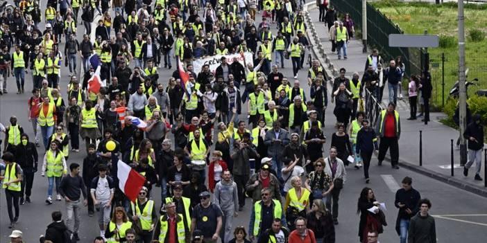 Fransa'da göstericiler yeniden sokaklarda