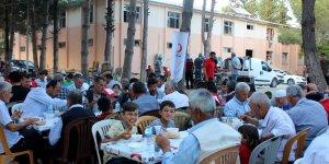 Mesut Özil'den Bayırbucak Türkmenlerine düğün yemeği