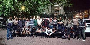 Adana'da 107 düzensiz göçmen yakalandı