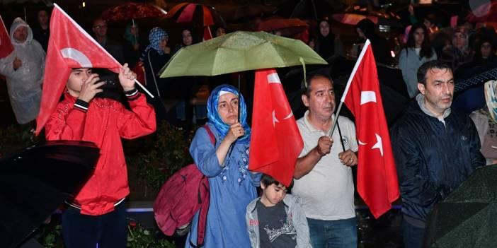 15 Temmuz Darbe Girişimine En Şanlı Direnişi Gösteren Üsküdar'da Çoşkulu Kutlama!