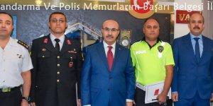 Vali Demirtaş Jandarma Ve Polis Memurlarını Başarı Belgesi İle Ödüllendirdi