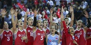 A Milli Kadın Voleybol Takımı Fransa'yı da rahat yendi